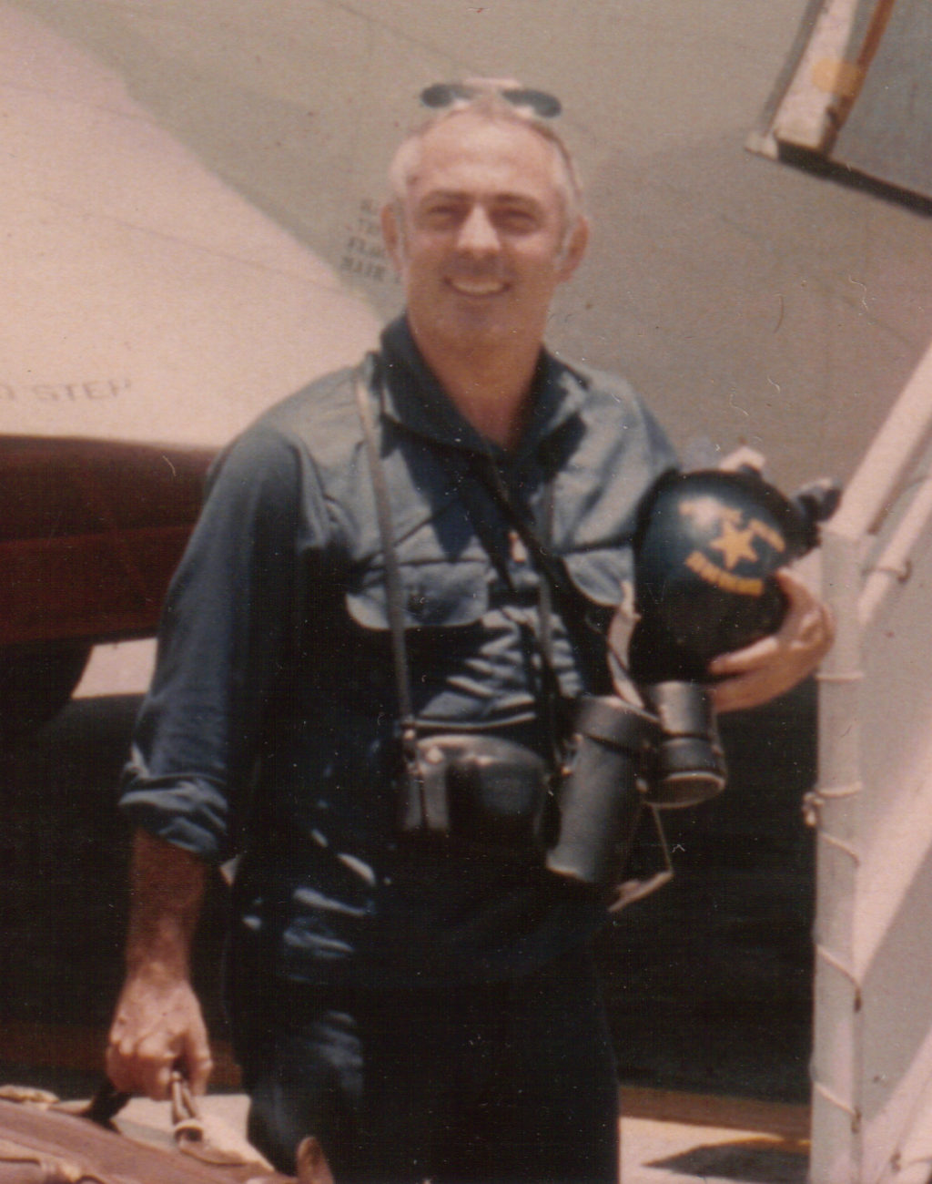 Consul General Francis Terry McNamara in May, 1975 boarding a Navy aircraft at Subic Naval Base after evacuating from Can Tho. By Sciacchitano - Own work, CC BY-SA 3.0, https://commons.wikimedia.org/w/index.php?curid=7248178